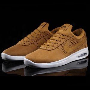 Nike Shoes - Suede Nike air max Bruin vapor